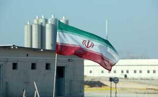 Un drapeau iranien sur le site de la centrale nucléaire de Bouchehr