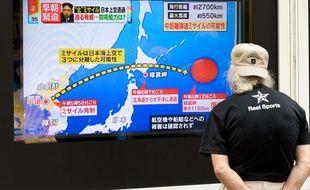 Une télévision japonaise annonce un tir de missile de la Corée du Nord, le 29 août 2017.