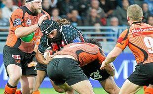 Pour sa première saison à Lyon, Sébastien Chabal n'a pas réussi à mener le LOU dans l'élite du rugby français.
