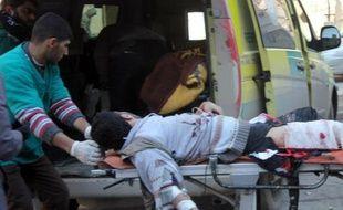 Au moins 135 personnes, dont des dizaines d'enfants, ont péri depuis dimanche dans les raids de l'armée de l'air syrienne sur les quartiers rebelles d'Alep, la grande métropole du nord, a indiqué mercredi l'Observatoire syrien des droits de l'Homme (OSDH).