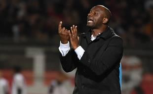 Patrick Vieira, l'entraîneur de l'OGC Nice, lors du match de Ligue 1 à Nîmes, le 10 novembre 2018.