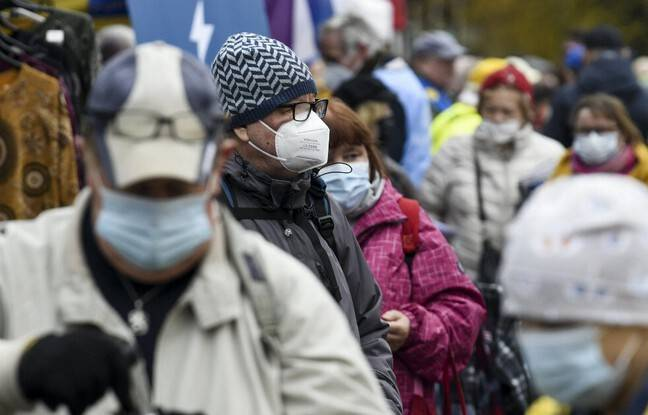 648x415 personnes portent masque rue finlande archives