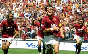 En marquant lors de la dernière journée de Serie A contre Parme, Francesco Totti a remporté l'unique Scudetto de sa carrière en 2001.