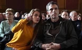 Carlyne Bouchon, la fille de Patricia Bouchon, et Christian, son époux, le 14 mars 2019 à l'ouverture du procès de Laurent Dejean.