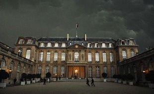 Le palais de l'Elysée un jour d'orage.