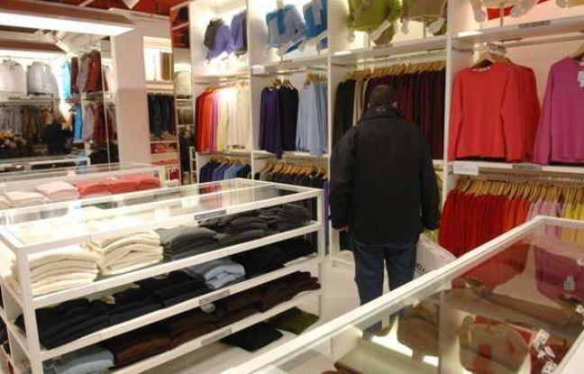 Le magasin Uniqlo au centre commercail Les quatre temps de La Défense, en octobre 2007.