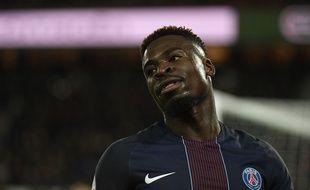 Serge Aurier a vu son visa retiré par le ministère de l'Intérieur britannique et ne pourra donc pas disputer Arsenal-PSG en Ligue des champions, le 23 novembre 2016.