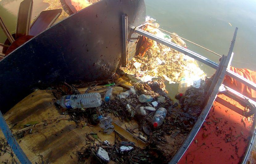 VIDEO. Toulouse : Grâce à leur système, ils récupèrent le plastique flottant charrié par la Garonne