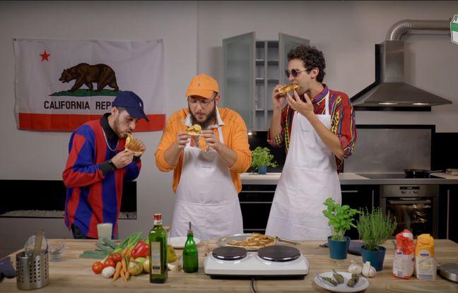 Les amis en train de déguster leur space pizza.