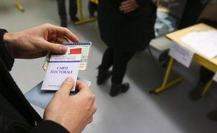 Dans un bureau de vote pour les elections municipales à Toulouse.