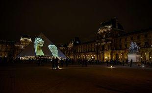 Le Louvre, de nuit, célébrait l'ouverture du Louvre Abu Dhabi le 8 novembre 2017