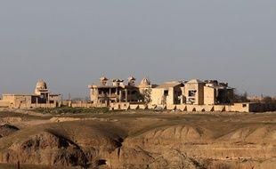 La sépulture de l'ancien dictateur irakien Saddam Hussein, qui reposait dans son village natal de Aouja, a été détruite lors des combats entre forces irakiennes et combattants de Daesh.