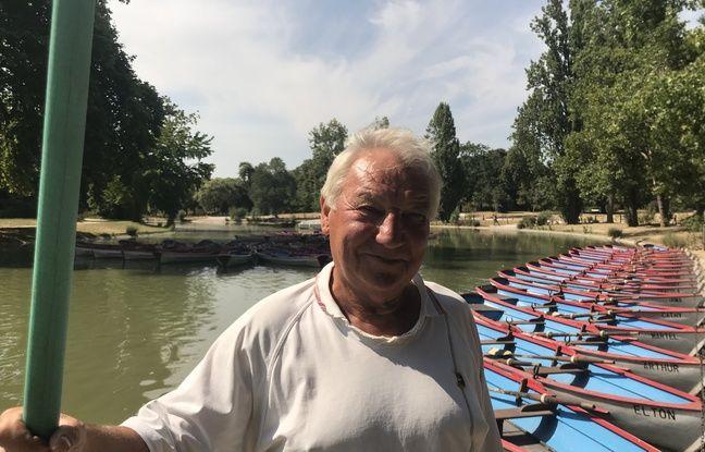 Jean-Claude est garçon de quai depuis une trentaine d'années au lac Daumesnil, dans le 12e arrondissement parisien.