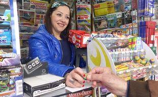 A bientôt 34 ans, Loucia Kouyoumji est l'une des dernières arrivées parmi les kiosquiers de Paris.