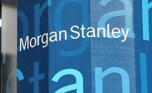 """La banque américaine Morgan Stanley va éliminer """"dans les quelques semaines à venir"""" 1.600 postes dans ses activités de courtage d'action ou d'obligations et de banque d'investissement, a indiqué mercredi à l'AFP une source proche du dossier."""