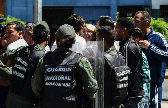 La procureur Luisa Ortega, un des opposants au président Maduro, n'a pas pu accéder ce samedi 5 août aux bureaux du Parquet général dans le centre de Caracas.