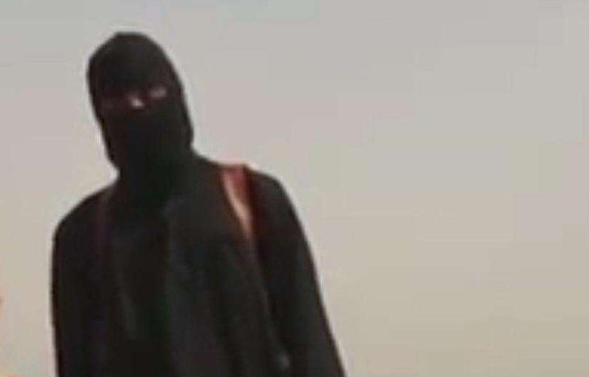 «Djihadi John» dans la vidéo de décapitation de James Foley en août 2014. – Image de propagande Daesh