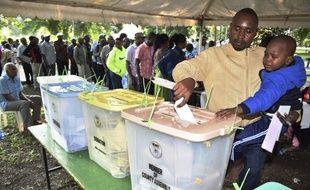 Les Kényans aux urnes pour des élections très serrées.