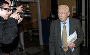 Le chef de file de la tendance centriste de l'UMP, Pierre Méhaignerie, quitte la vie parlementaire en nuançant son soutien à Nicolas Sarkozy d'un regard critique sur certaines orientations droitières de la campagne du président sortant