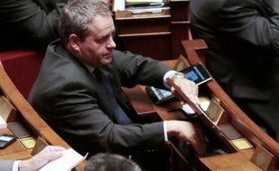 L'ex-ministre UMP du Travail, Xavier Bertrand, à l'origine de la loi sur le service minimum dans les transports, a annoncé jeudi sur France 2 qu'il allait déposer à l'Assemblée nationale un texte visant à inscrire ce service minimum dans la Constitution.