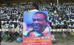 Une affiche invitant à voter pour Emmerson Mnangagwa, actuel président du Zimbabwe, à la prochaine élection présidentielle le 30 juillet 2018.