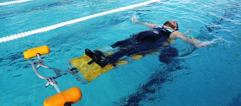 Tony Moggio, nageur tétraplégique, lors d'un entraînement à la piscine Castex, à Toulouse, le 15 novembre 2018.
