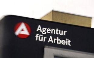 """Le marché du travail allemand a """"donné des signes d'une évolution plus faible"""" en juin, a annoncé jeudi l'Agence fédérale pour l'emploi en annonçant des chiffres contrastés."""