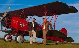 Thomas Launay et Marc Bonguardo veulent faire le tour du monde sur des biplans identiques à ceux des années 1920.