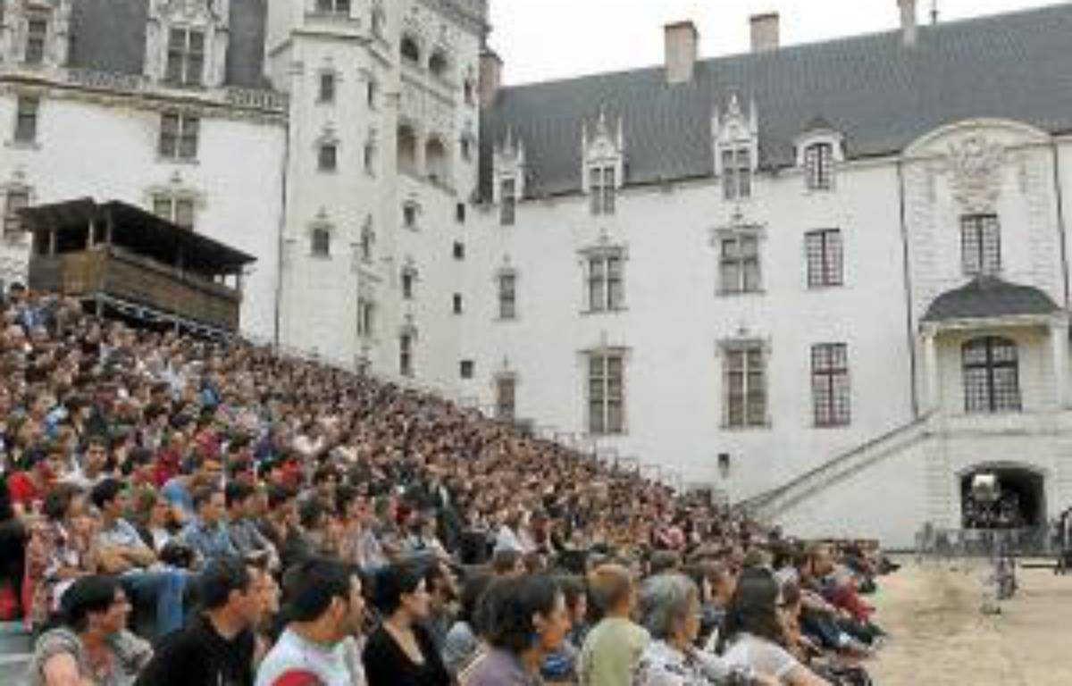 Les scènes salaces ou sanguinolentes du western de Royal de Luxe ont «déconcerté» certains des 1 200 spectateurs. –  F. Elsner / 20 Minutes