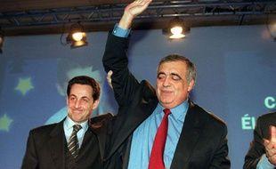 Toutefois, il est très vite confronté à de nombreux obstacles au sein du parti. Sous la pression, Philippe Séguin abandonne la direction du RPR en pleine campagne européenne en avril 1999.