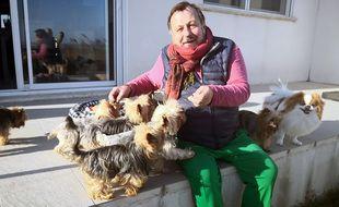 Le conseiller municipal, Henry-Jean Servat, a lui-même sept chiens