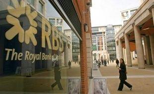 La deuxième banque britannique, Royal Bank of Scotland (RBS), a lancé mardi la plus grosse augmentation de capital de l'histoire du Royaume-Uni, pour se renforcer après l'acquisition très coûteuse d'ABN Amro et de lourdes dépréciations liées à la crise du crédit, une opération embarrassante pour son patron Fred Goodwin.