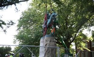 La statue de Stonewall Jackson, qui fut général des États confédérés d'Amérique durant la guerre de Sécession, déboulonnée à Charlottesville aux Etats-Unis, le 10 juillet 2021.