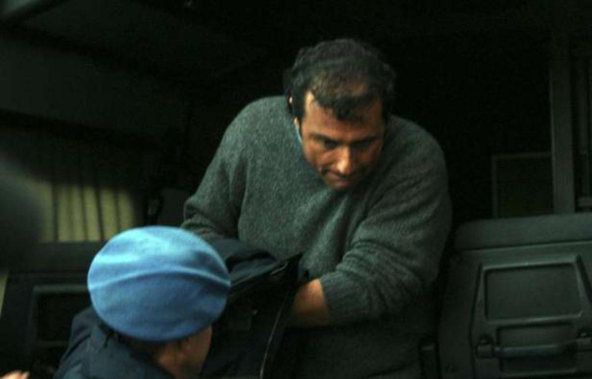Le commandant du Costa Concordia Francesco Schettino, à sa sortie du tribunal de Grosseto, le 17 janvier 2012. – Alessandro La Rocca/AP/SIPA