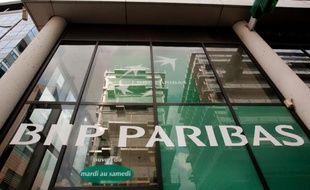 L'entrée d'une banque BNP Paribas à Paris