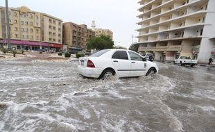 Une rue inondée à Doha, capitale du Qatar, le 25 novembre 2015.