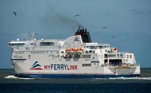 Un navire de la compagnie MyFerryLink quittant le 8 juin 2015 le port de Calais, dans le nord de la France