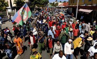 Plusieurs milliers de personnes ont défilé mercredi dans les rues de Nouméa à l'appel d'une intersyndicale, qui avait également lancé un mot d'ordre de grève générale pour dénoncer la vie chère.