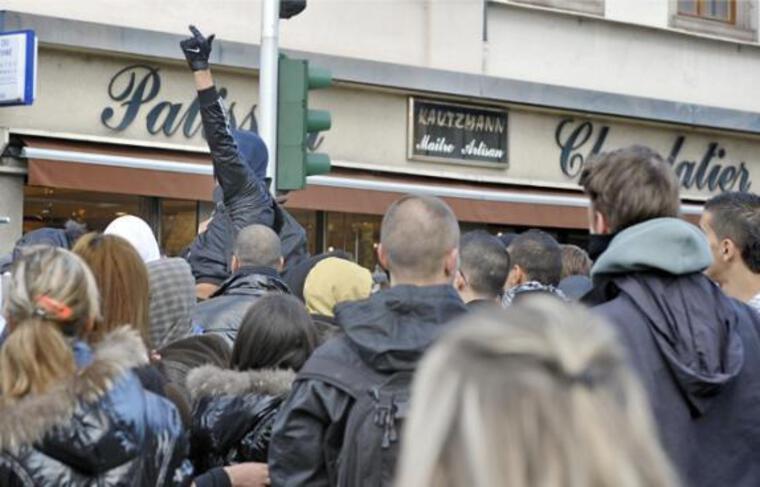 Lors des manifestations, de nombreux commerces du centre deviennent inaccessibles.