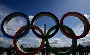 Les anneaux olympiques sur l'esplanade du Trocadéro le 14 septembre 2017. Un avant goût des JO2024.