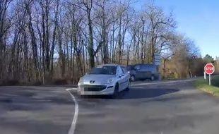 Un automobiliste qui tourne trop court...