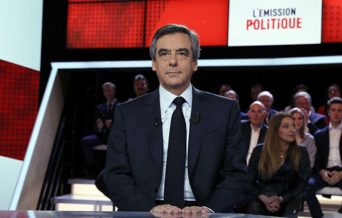 Le candidat LR à la présidentielle François Fillon sur le plateau de «L'Emission politique», le 23 mars 2017.  – THOMAS SAMSON / AFP