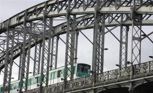 """A Paris, le trafic RATP était """"très fortement perturbé"""", vers 8H00, avec aucun train sur les RER A et B du RER, aucun tramway pour la matinée, et peu de métros et bus. La ligne 14, automatique, fonctionnait normalement."""