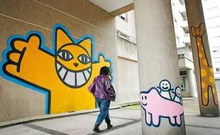 Monsieur Chat, le célèbre graffeur, a réalisé une fresque murale à l'institut de traitement des troubles de l'affectivité et de la cognition, à Villeurbanne (Rhône).