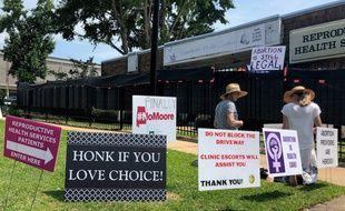 Des militants Pro-Life priant devant une clinique où se pratiquent des avortements dans l'Etat de l'Alabama. (Illustration)