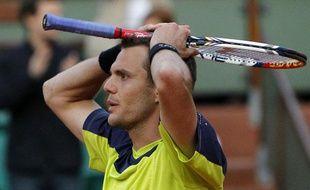 Le Français Paul-Henri Mathieu lors de son élimination contre l'Espagnol Marcel Granollers, le 2 juin 2012, àRoland-Garros.
