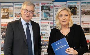 Jean-Paul Garraud, tête de liste RN aux élections régionales en Occitanie, au côté de Marine Le Pen le 26 février 2020 à Paris.
