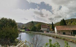 La voiture a été retrouvée à moitié immergée dans le canal de la Marne au Rhin, en octobre 2013.