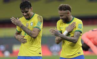 Neymar et Paqueta fêtent la victoire contre l'Equateur (2-0).