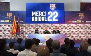 Eric Abidal, Sandro Rosell et Andoni Zubizarreta, lors du départ de l'international français.